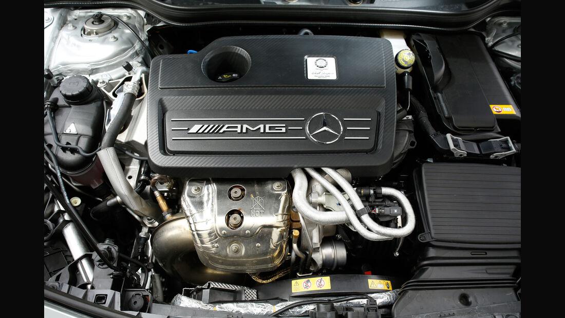 Mercedes AMG A 45, Motor