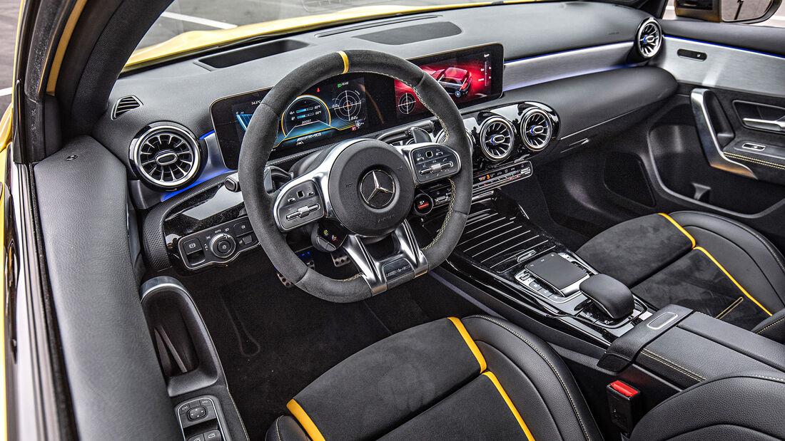 Mercedes-AMG A 45 S 4Matic+, Cockpit