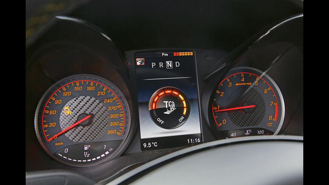 Mercedes-AMG GT R, Anzeigeinstrumente