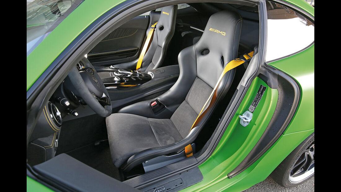 Mercedes-AMG GT R, Fahrersitz
