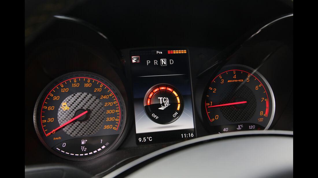 Mercedes-AMG GT R, Rundinstrumente
