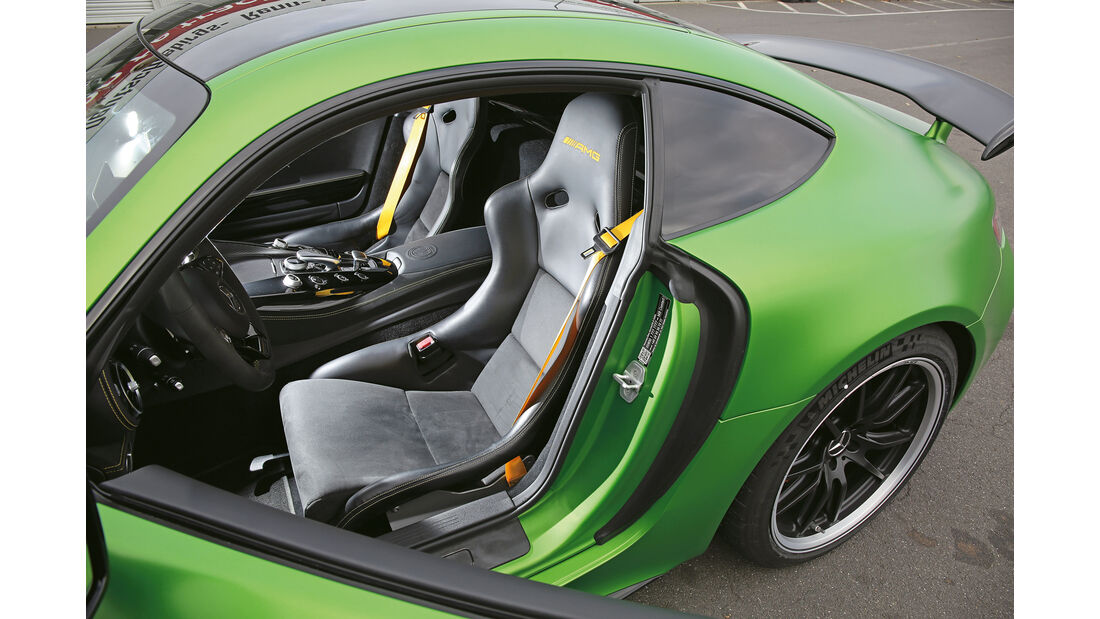 Mercedes-AMG GT R, Sitze
