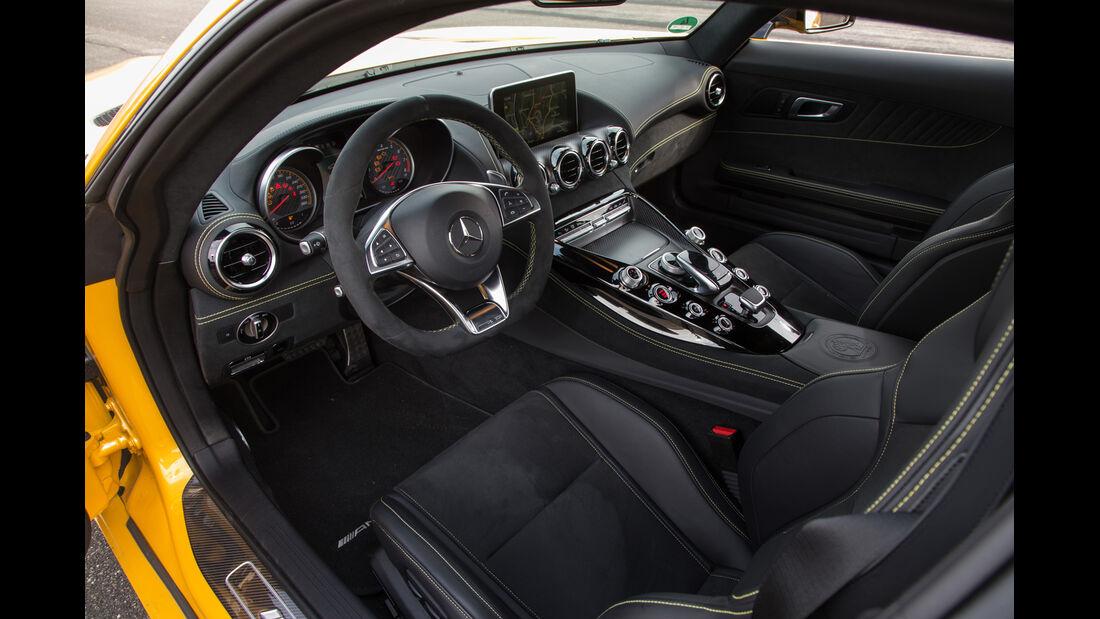 Mercedes-AMG GT S, Cockpit
