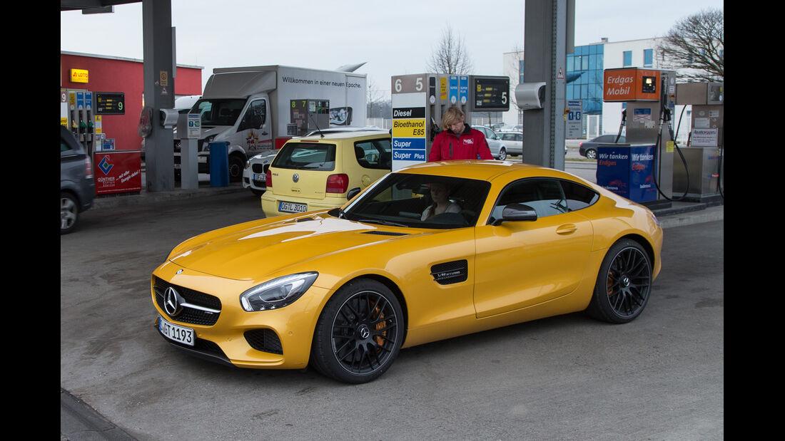 Mercedes-AMG GT S, Tankstelle