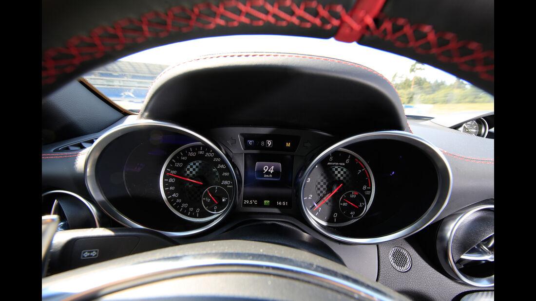 Mercedes-AMG SLC 43, Rundinstrumente