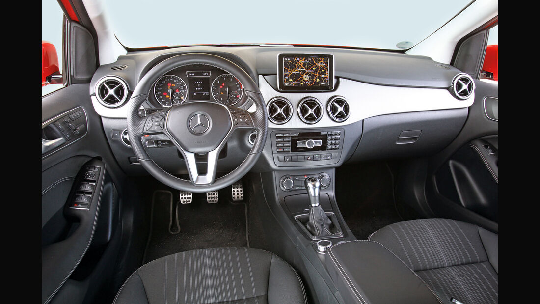 Mercedes B 200, Cockpit