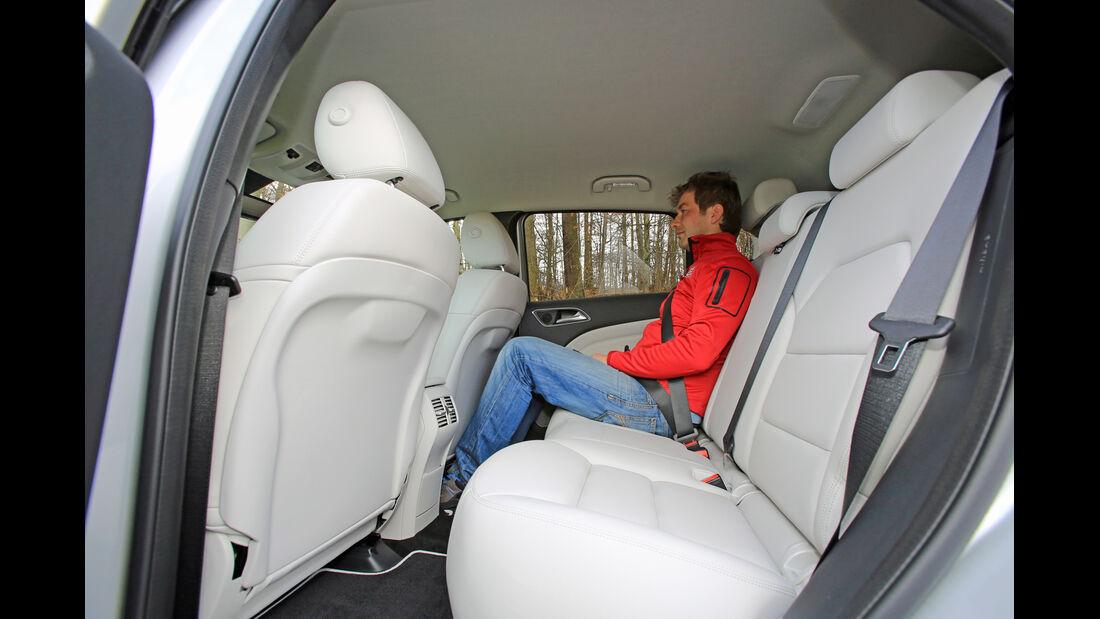 Mercedes B 200 NGD, Fondsitz, Beinfreiheit