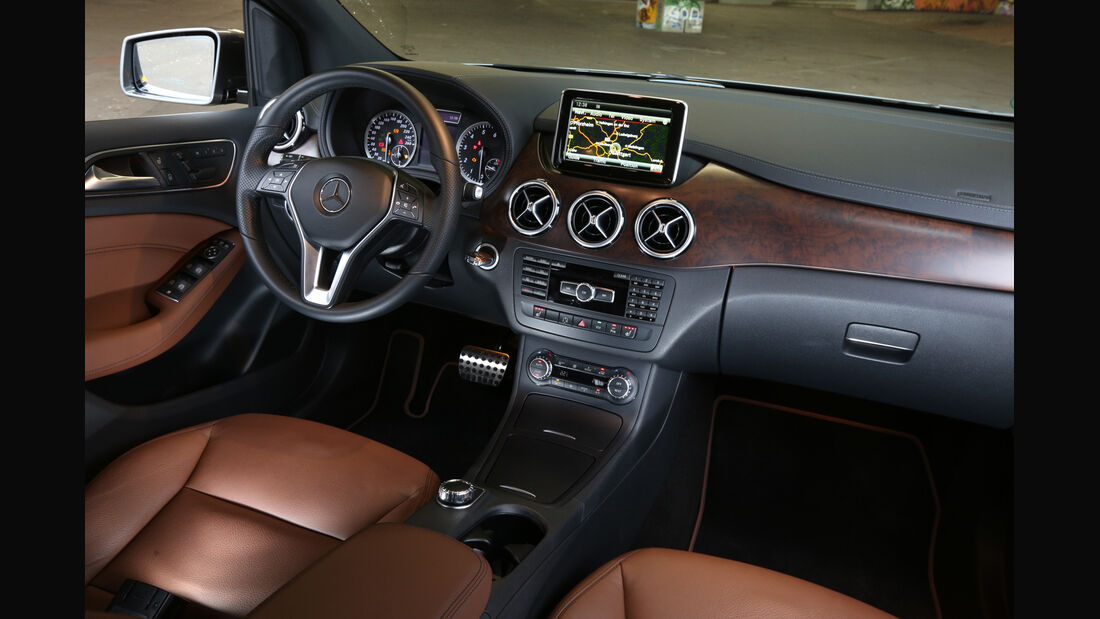 Mercedes B 220 4MATIC, Cockpit