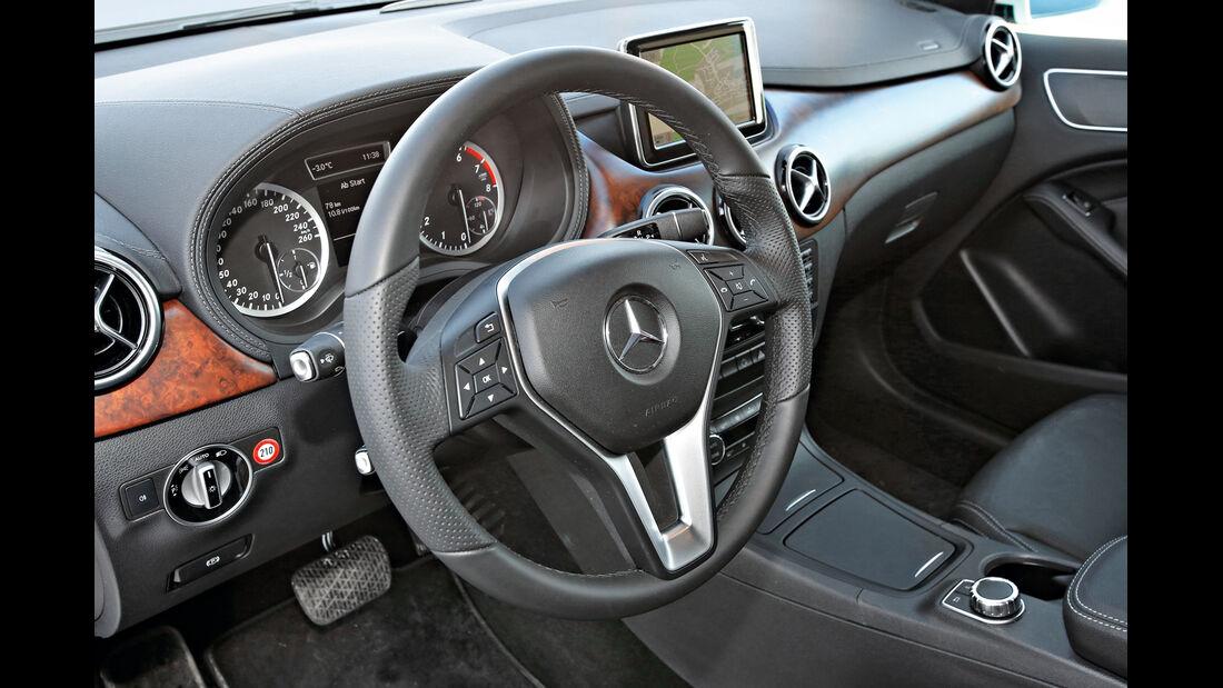 Mercedes B 250, Lenkrad, Cockpit