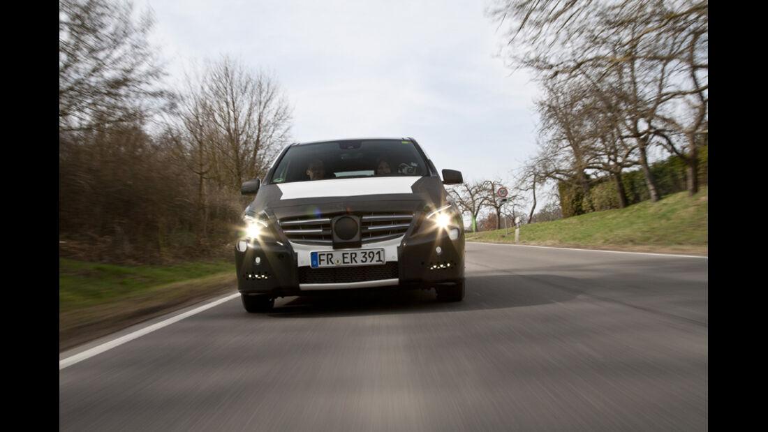 Mercedes B-Klasse, Licht an, Frontansicht, Erlkönig