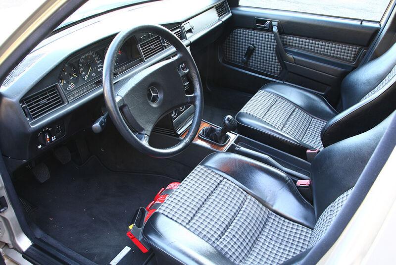Mercedes-Benz 190 E 2.3-16 - Innenraum