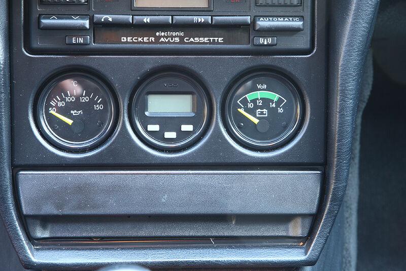 Mercedes-Benz 190 E 2.3-16 - Instrumente in der Mittelkonsole