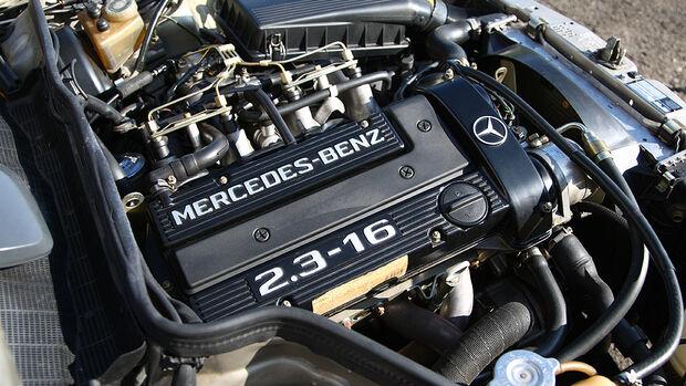 Mercedes-Benz 190 E 2.3-16 - Motorraum