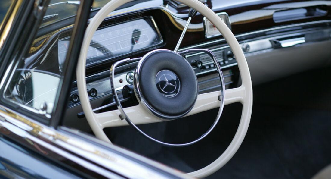 Mercedes-Benz 220 SE Coupé