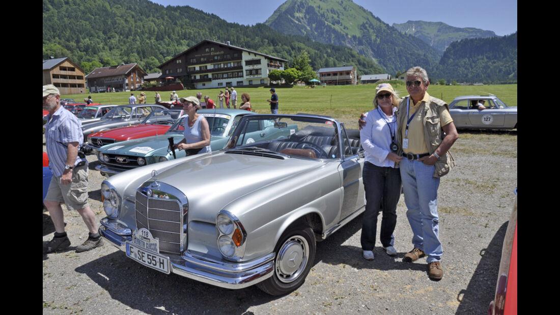 Mercedes-Benz 220 SEb Cabriolet bei der Silvretta Classic 2010 - Norbert und Constanze Woelfle