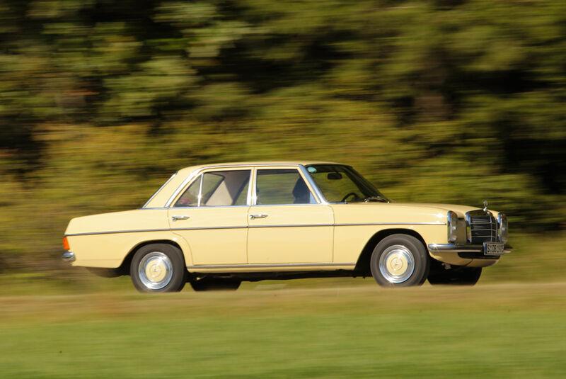 Mercedes-Benz 230.4, Seitenansicht