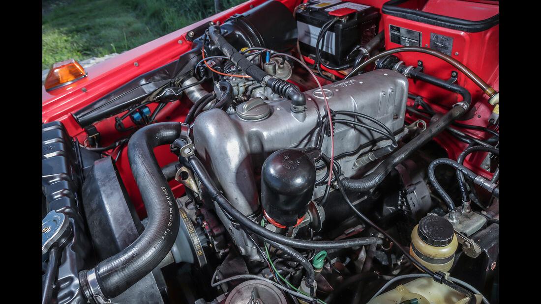 Mercedes-Benz 230 G (Baureihe 460), Station-Wagen kurz, Baujahr 1980, Motorraum
