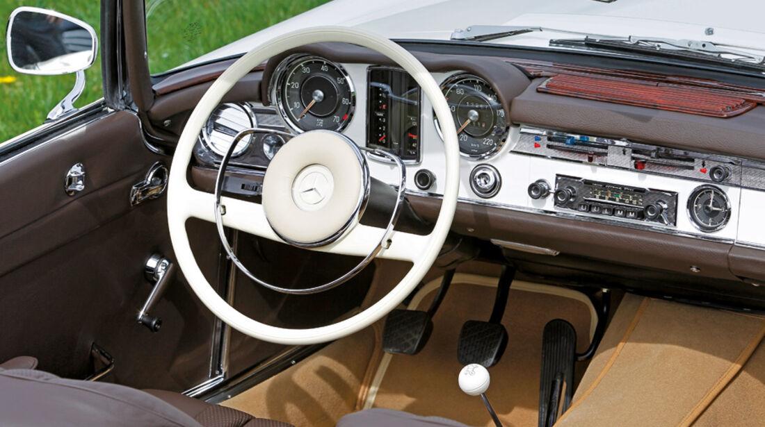 Mercedes-Benz 230 SL Cockpit