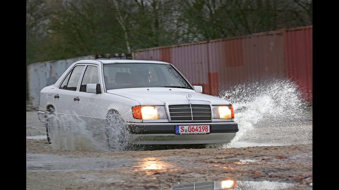 Mercedes-Benz 250 D, Wasserdurchfahrt