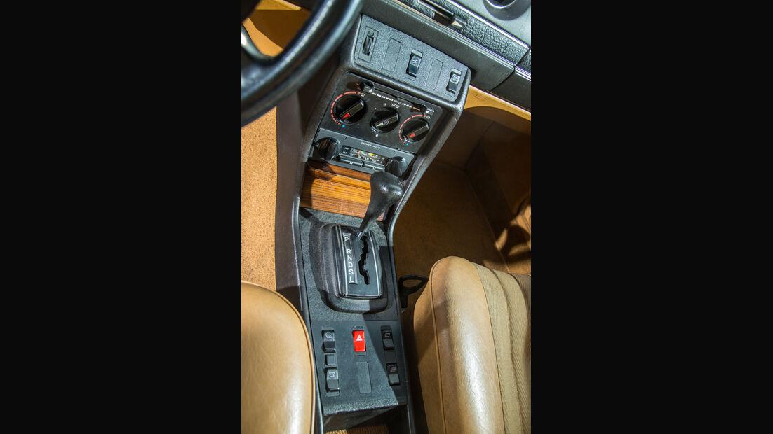 Mercedes-Benz 300 D, Mittelkonsole