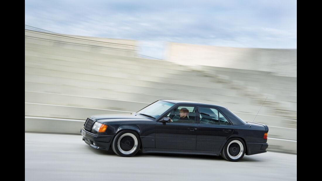 Mercedes-Benz 300 E 5.6-AMG in Fahrt