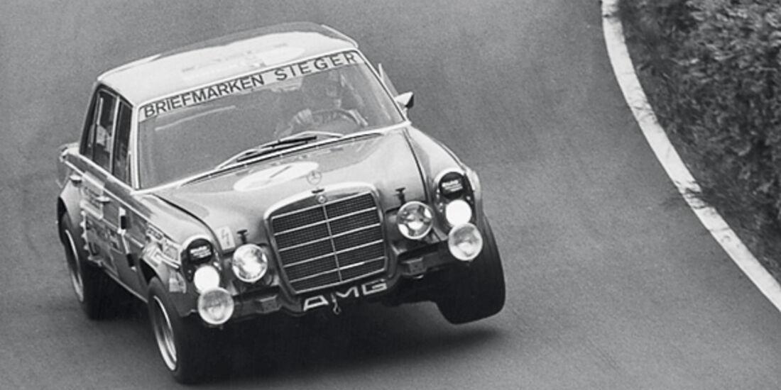 Mercedes-Benz 300 SE 6.8 im Rennen