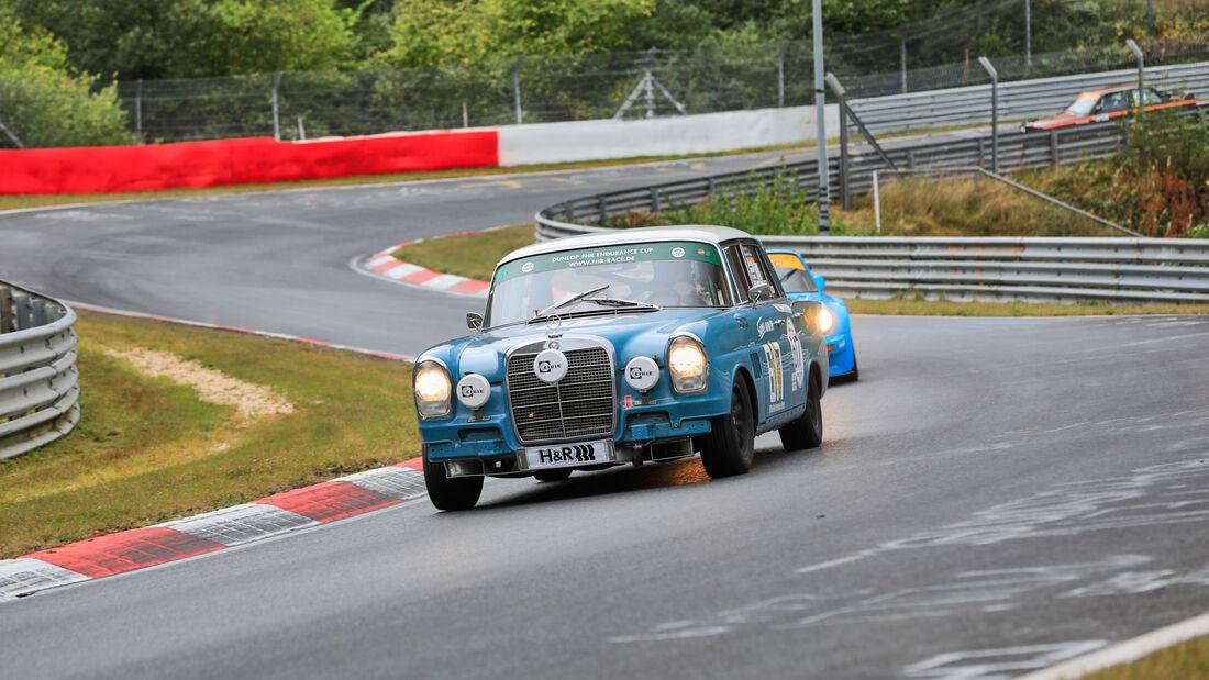 Mercedes Benz 300 SE - Startnummer 617 - 24h Classic - 24h Rennen Nürburgring - Nürburgring-Nordschleife - 25. September 2020