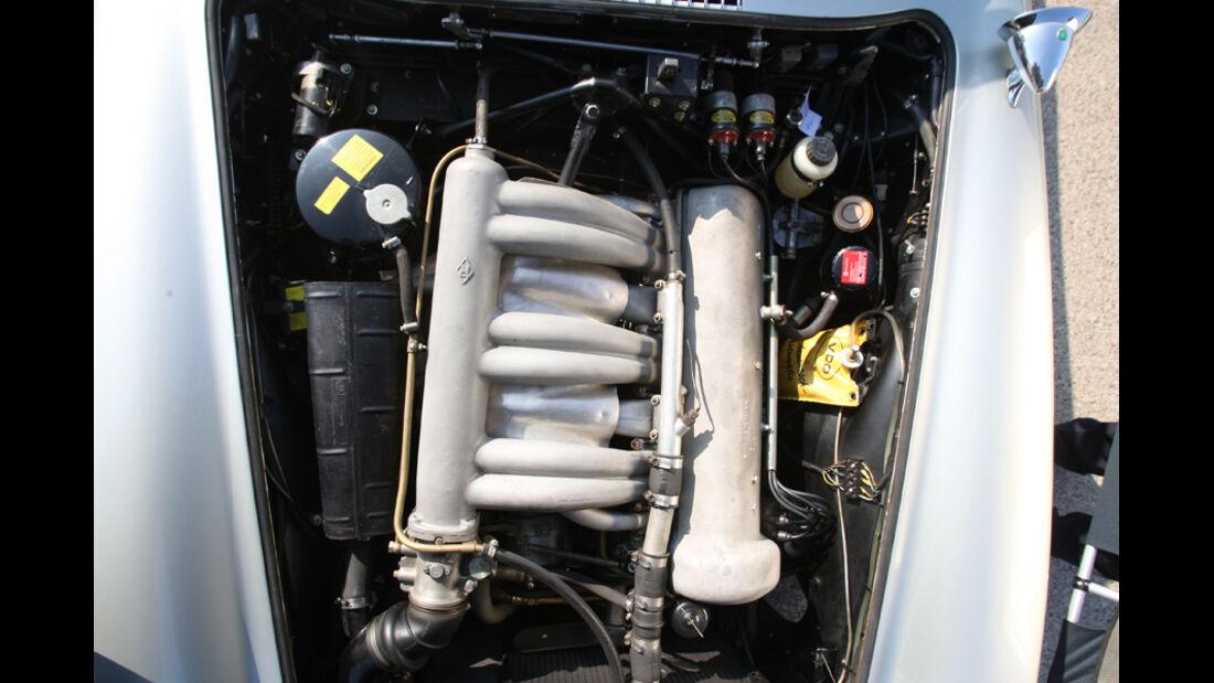 Mercedes-Benz 300 SL Roadster, Motor
