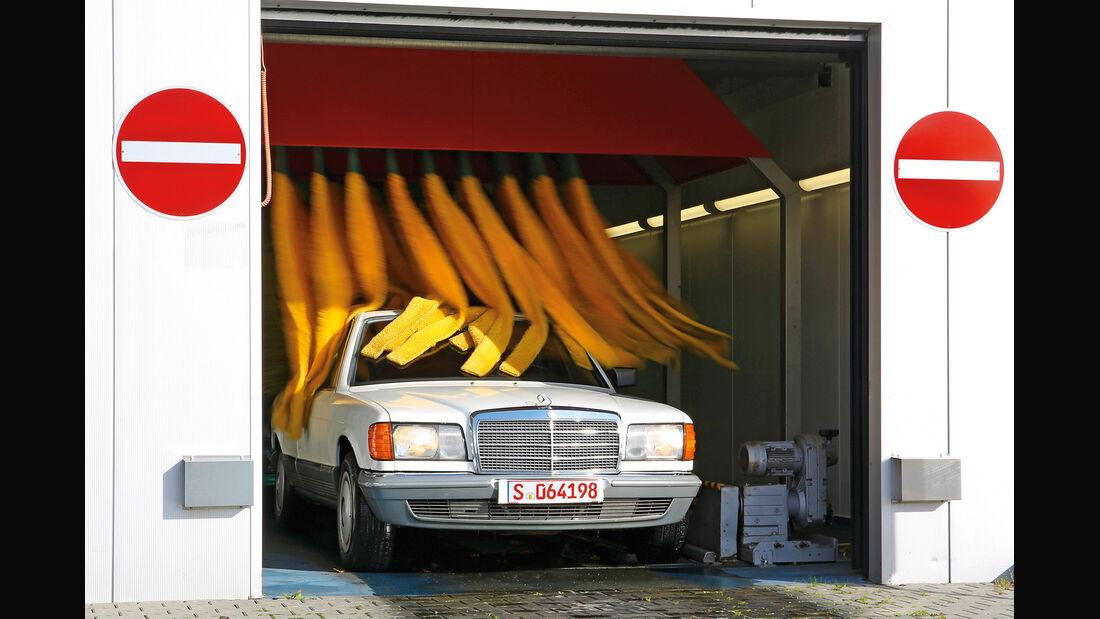 Mercedes-Benz 380 SE, Frontansicht, Waschstraße