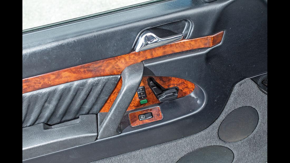 Mercedes-Benz 400 SEL, Türbedienung
