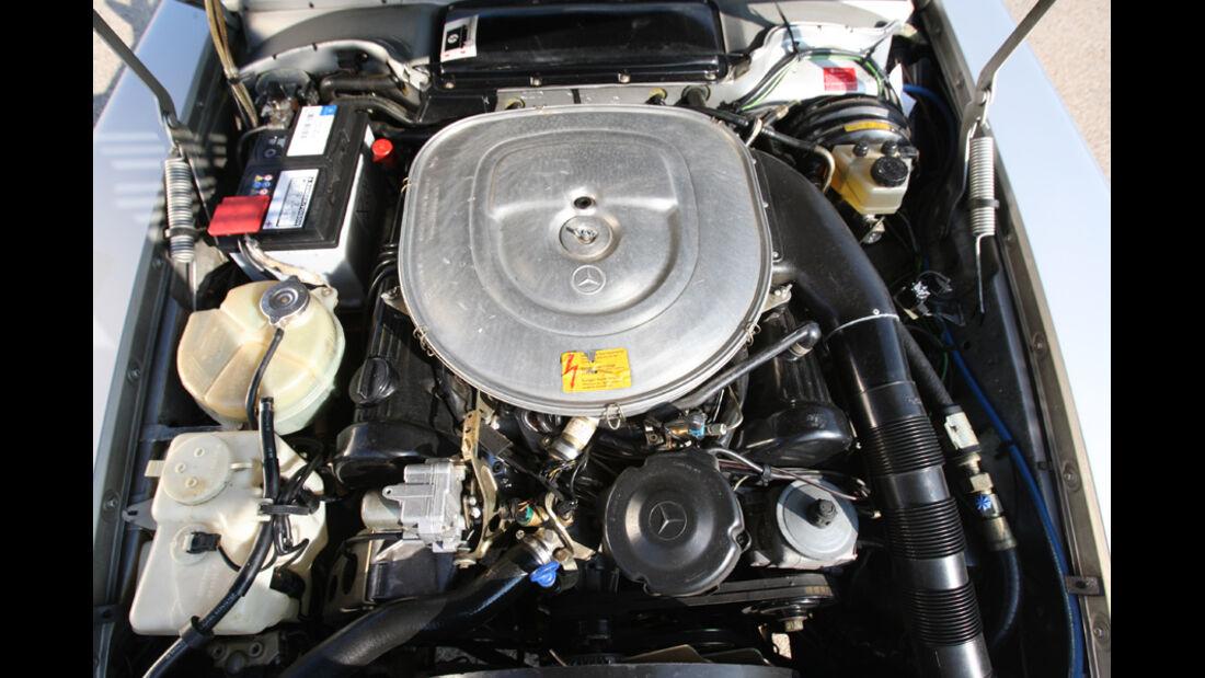 Mercedes-Benz 500 SL (R 107), Motor