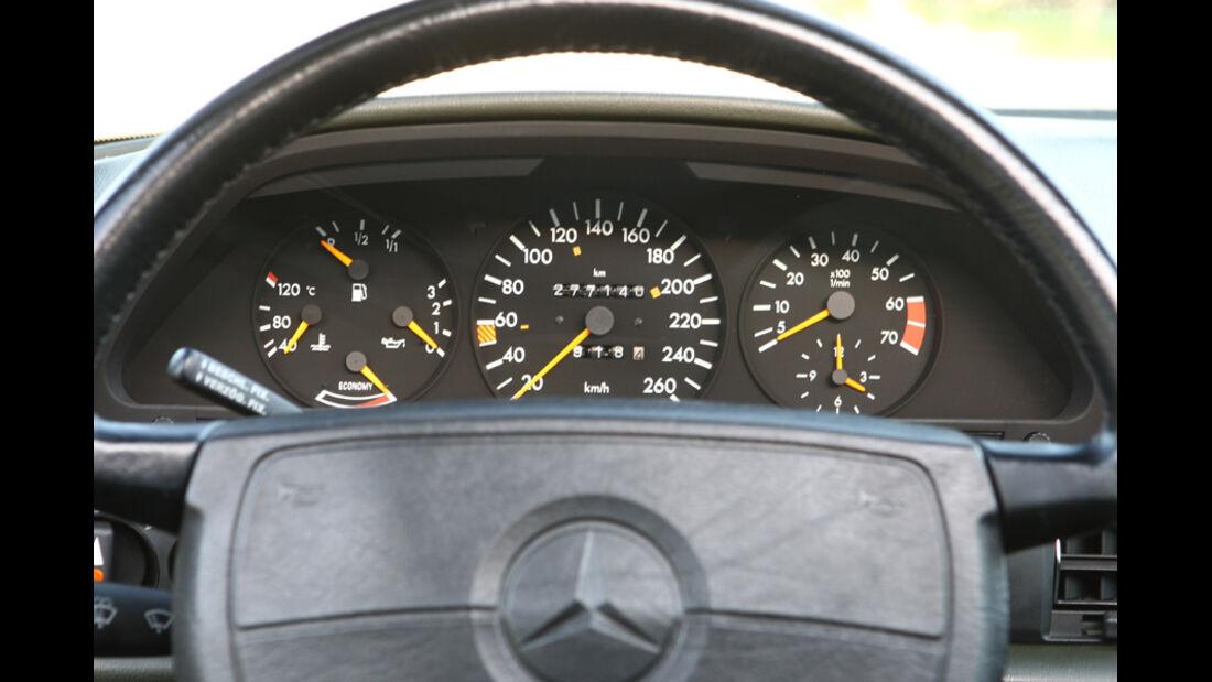 Mercedes-Benz 560 SEL, Baujahr 1986, Cockpit