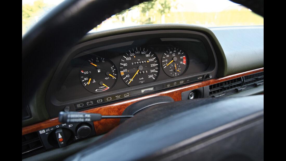 Mercedes-Benz 560 SEL, Baujahr 1986, Instrumentenbrett