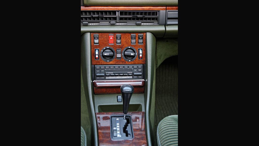 Mercedes-Benz 560 SEL, Baujahr 1986, Mittelkonsole