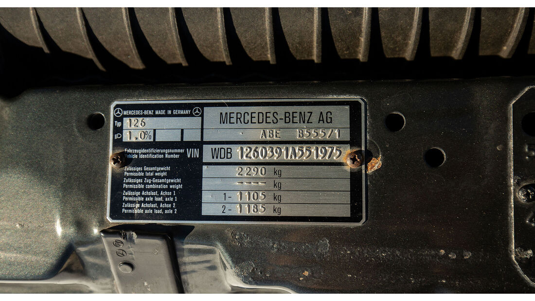 Mercedes-Benz 560 TEL (1990) Caro Tyüenschild