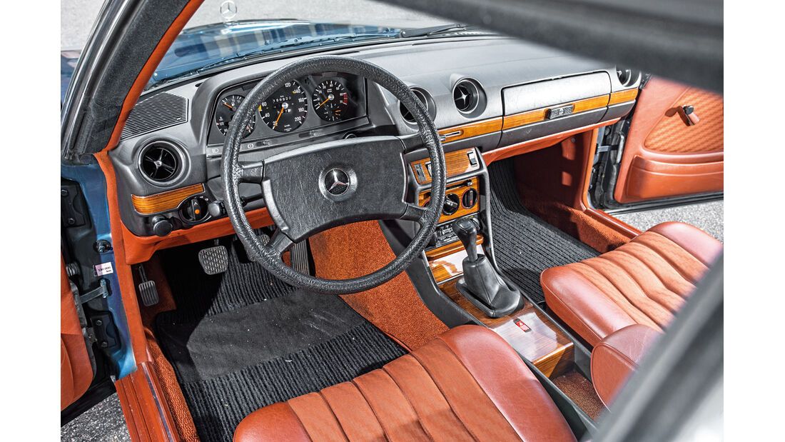 Mercedes-Benz C123, Cockpit