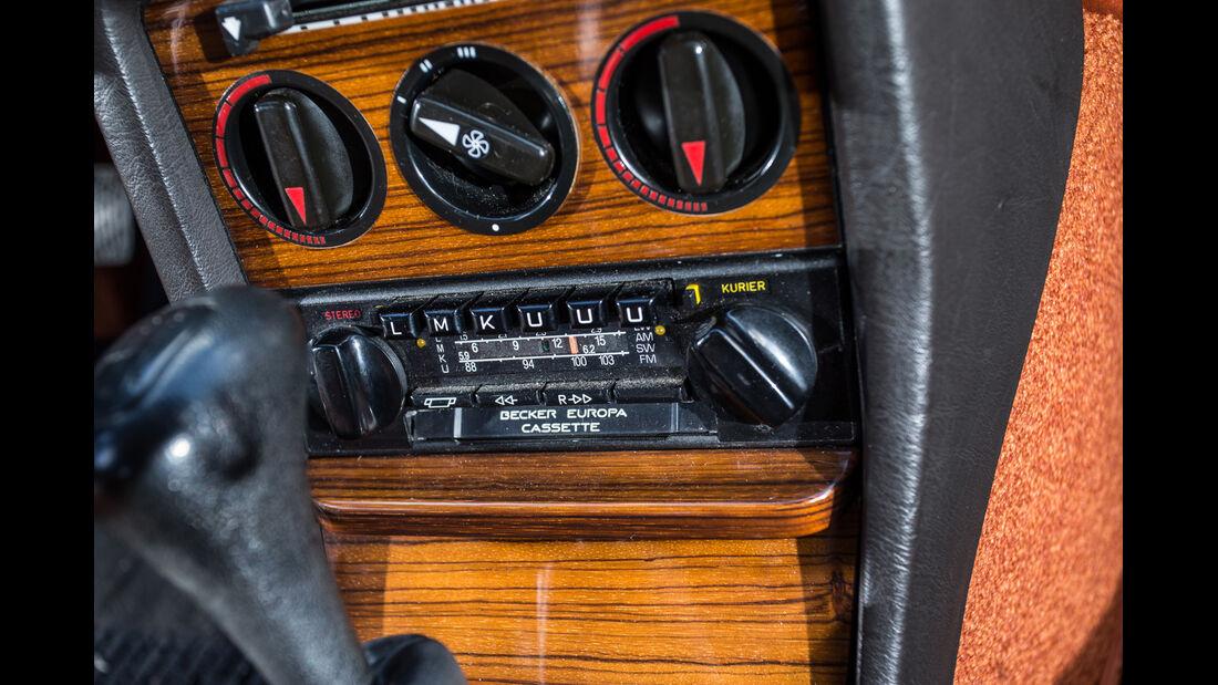 Mercedes-Benz C123, Mittelkonsole