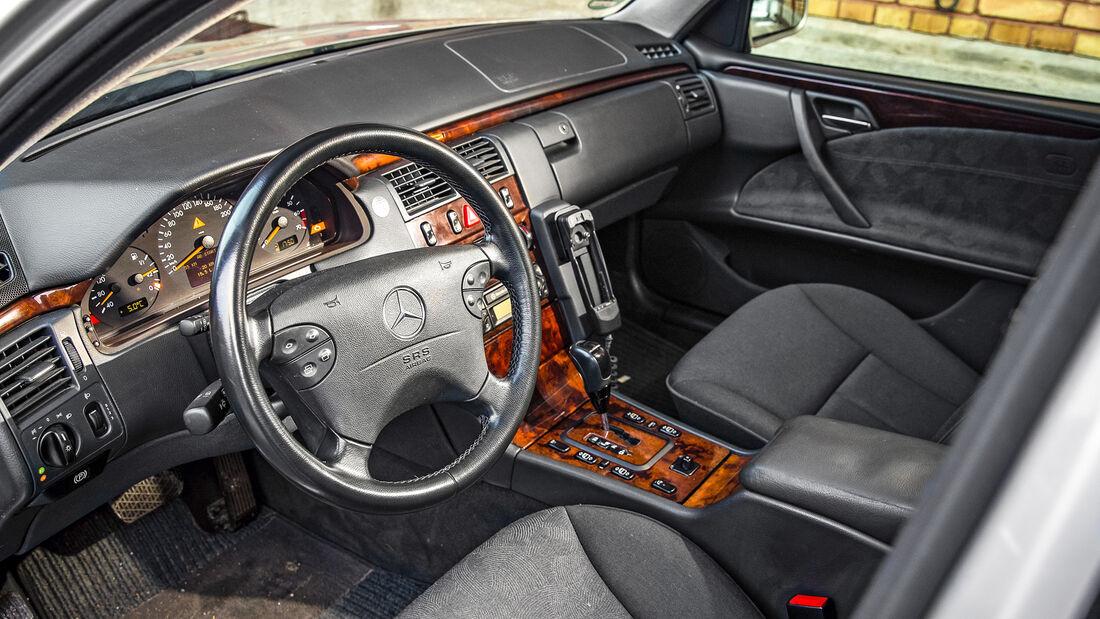 Mercedes-Benz E 200 T, Interieur