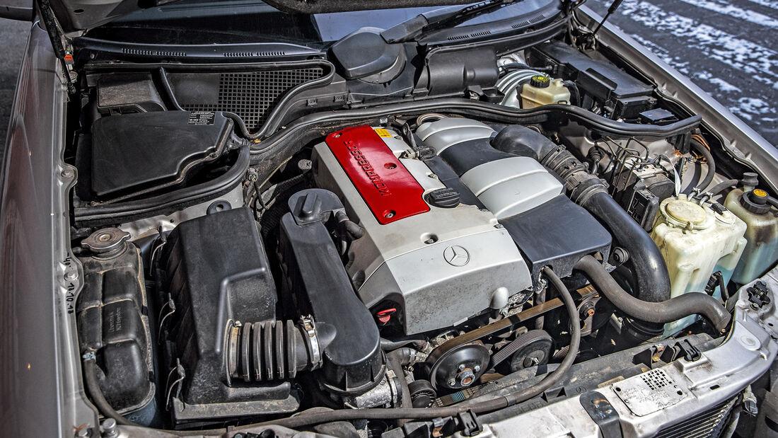 Mercedes-Benz E 200 T, Motorraum