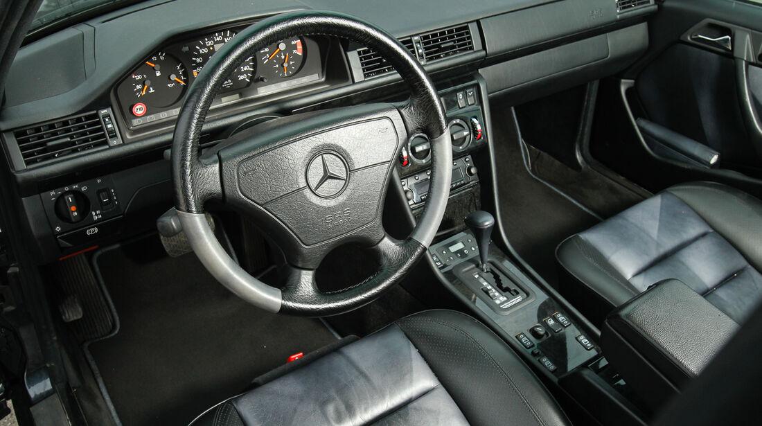 Mercedes-Benz E 500, Cockpit, Lenkrad