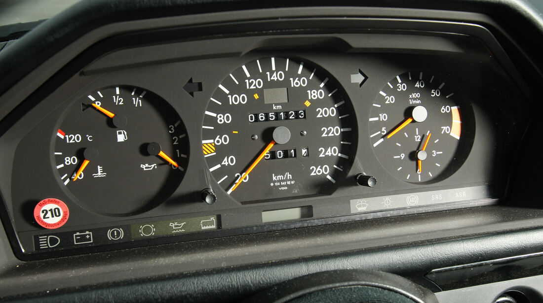 Mercedes-Benz E 500, Rundinstrumente