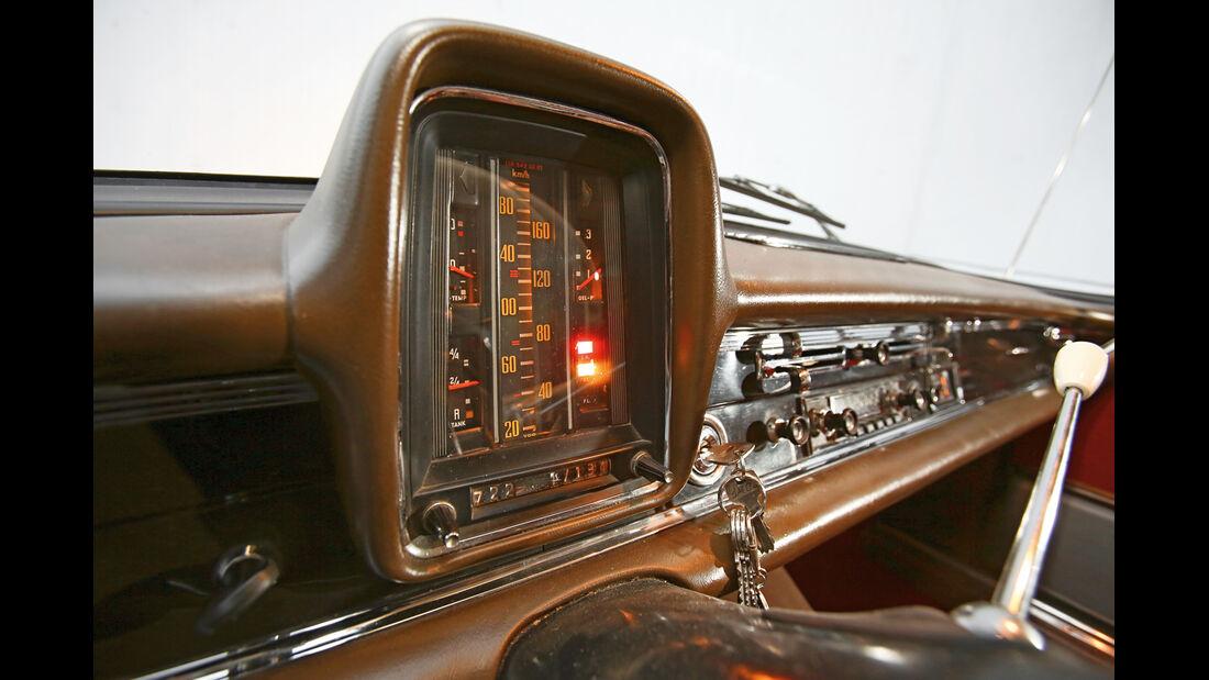 Mercedes-Benz W110, Anzeigeinstrument