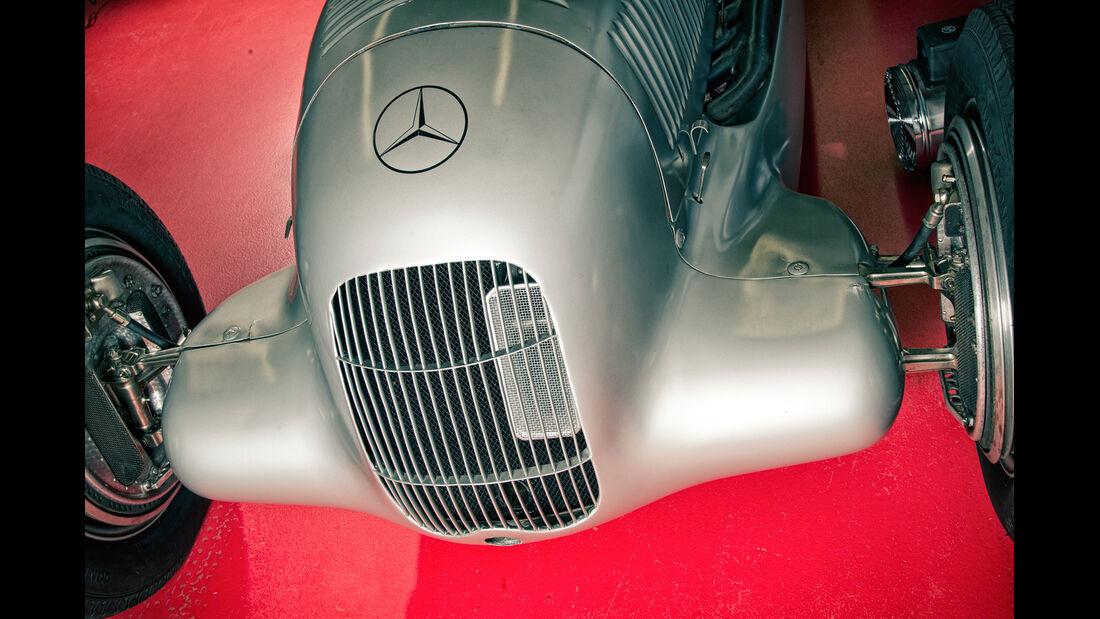 Mercedes-Benz W25, Silberpfeil, Kühlergrill