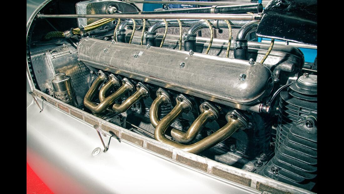 Mercedes-Benz W25, Silberpfeil, Motor, Reihenachtzylinder