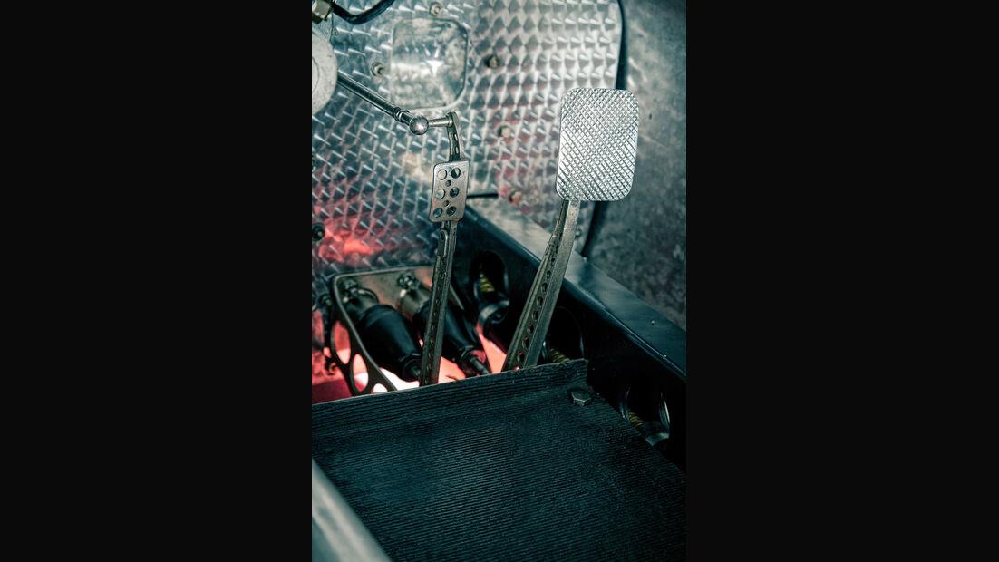 Mercedes-Benz W25, Silberpfeil, Pedalerie