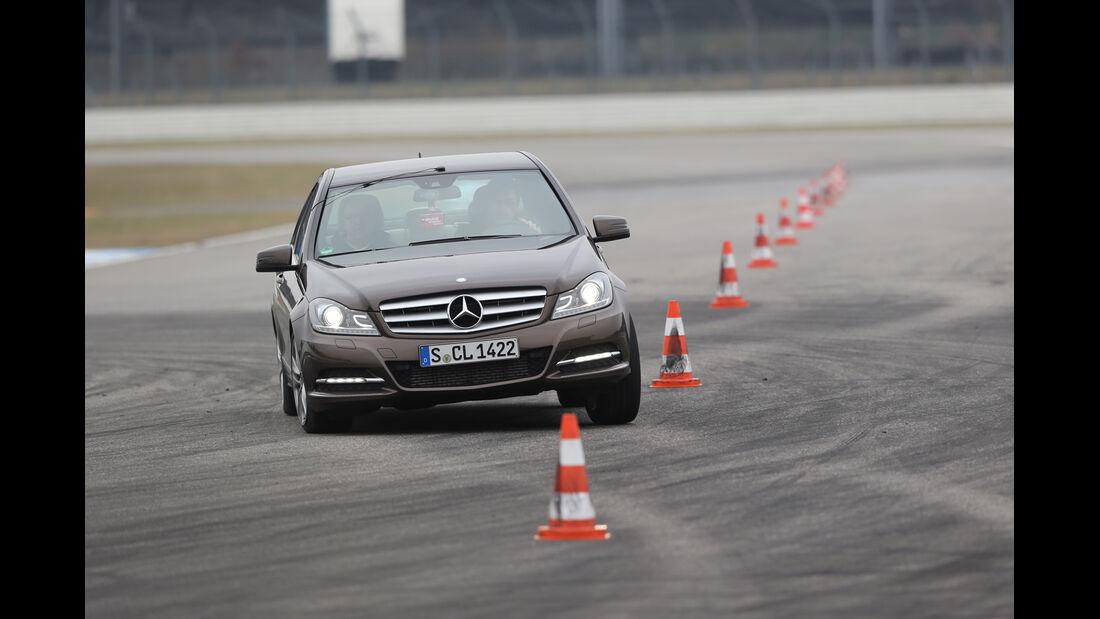 Mercedes C 180 CDI, Frontansicht, Slalom