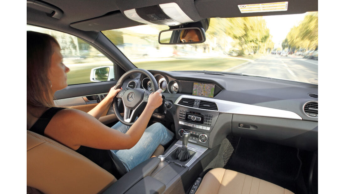 Mercedes C 180 CDI T Avantgarde, Cockpit