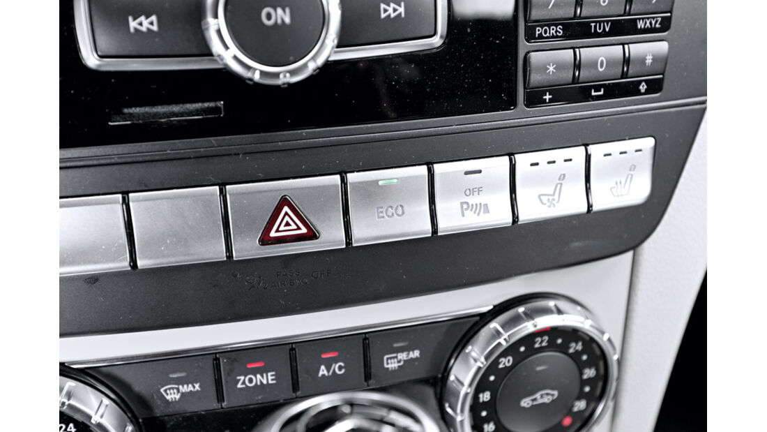 Mercedes C 180 CDI T Avantgarde, Knöpfe