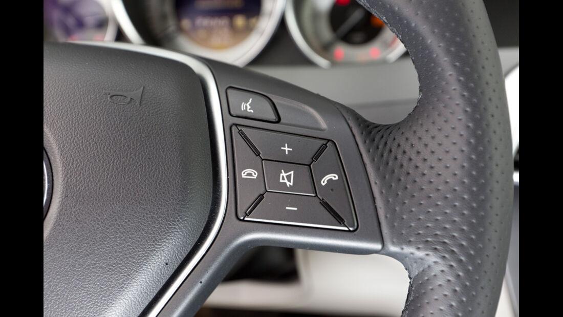 Mercedes C 180 CDI T Avantgarde, Lenkradbedienknöpfe