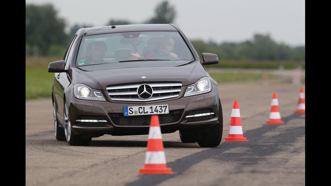 Mercedes C 180, Frontansicht, Slalom